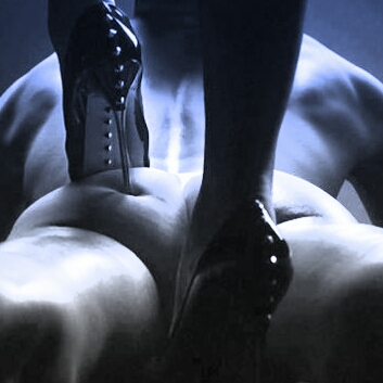 domme-digging-her-heel-into-muscular-hunks-ass-498x498